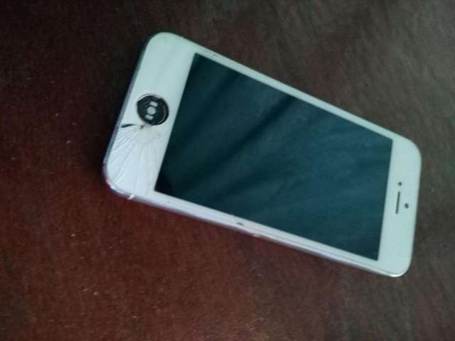 Celular iphone 5/32G 50000 colones/blanco excelente estado interno