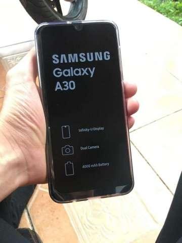 Samsung Galaxy A30 (Nuevo, con Garantía)